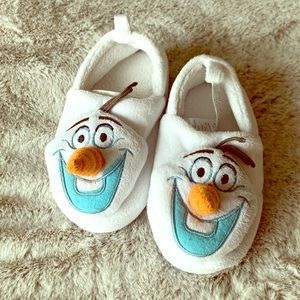 Kids Olaf slippers size 7-8